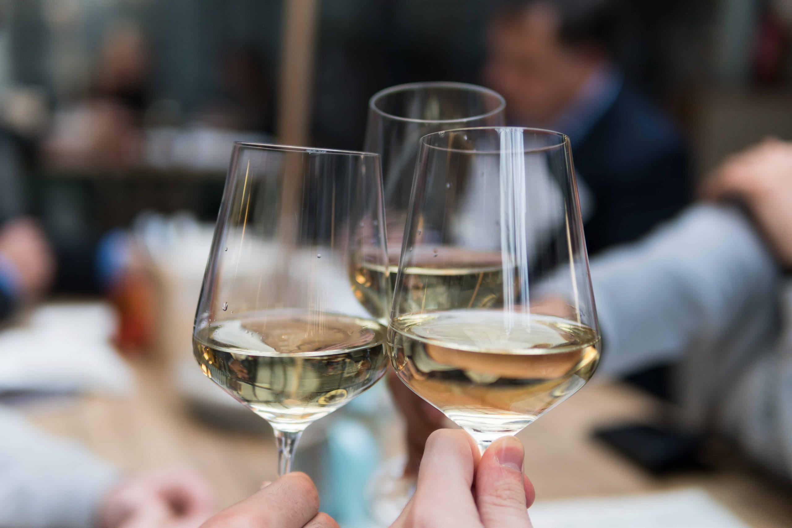Wein haltbar machen: Hilfreiche Methoden und Vorgehensweisen